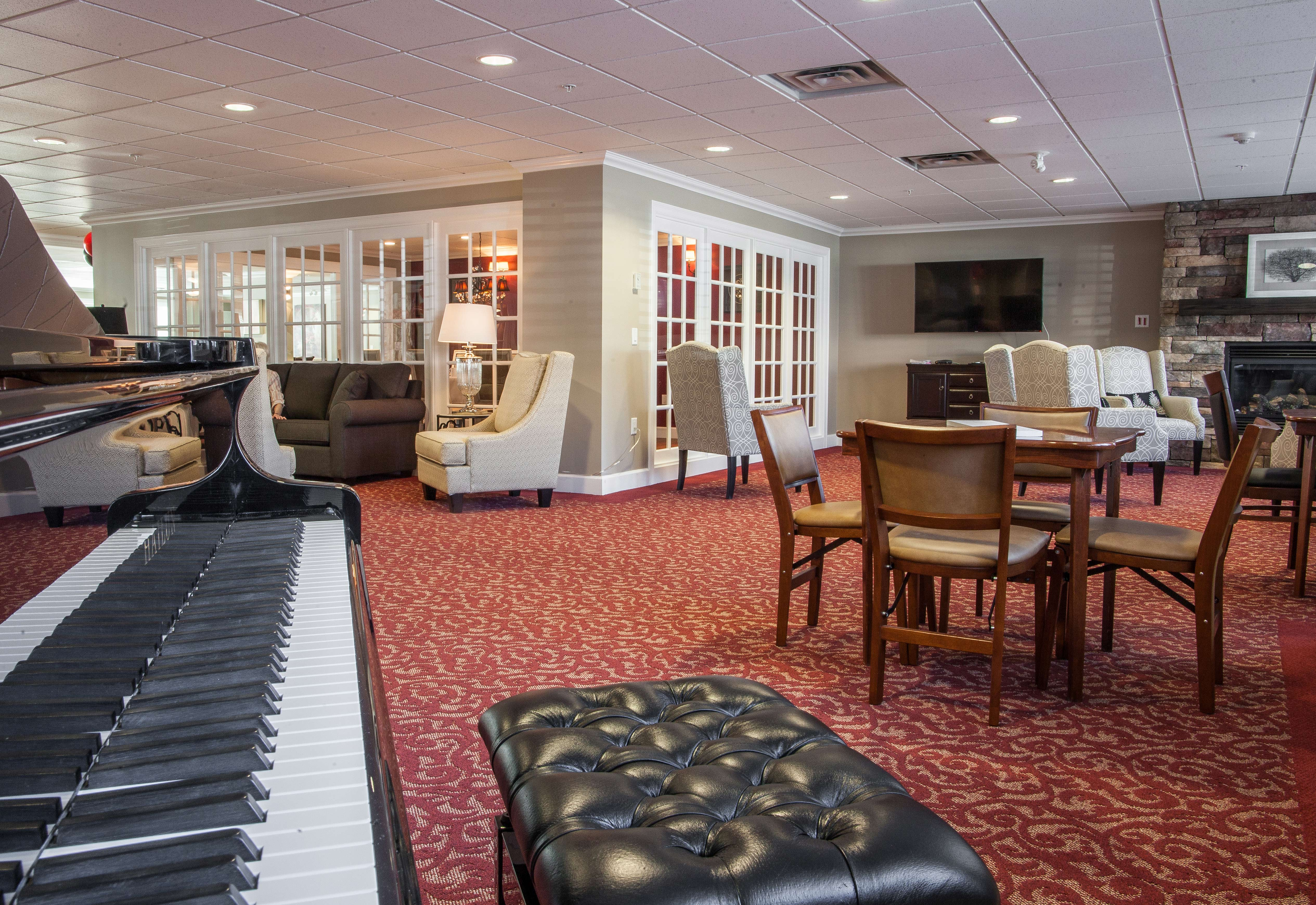 Lounge area with a fire place at Cherry Park Retirement Residence in Penticton