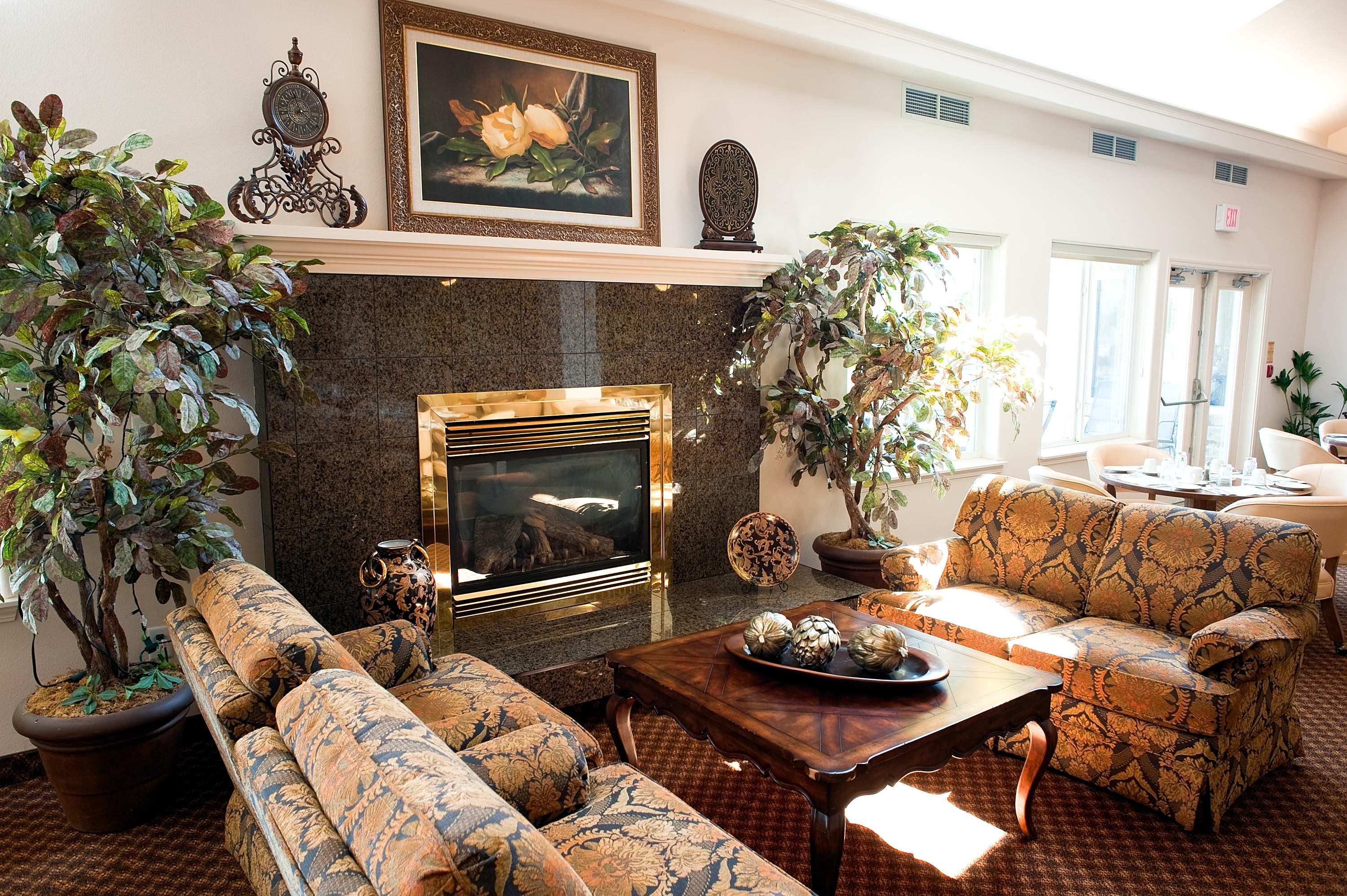 Lounge area at Court at Laurelwood Retirement Residence in Waterloo