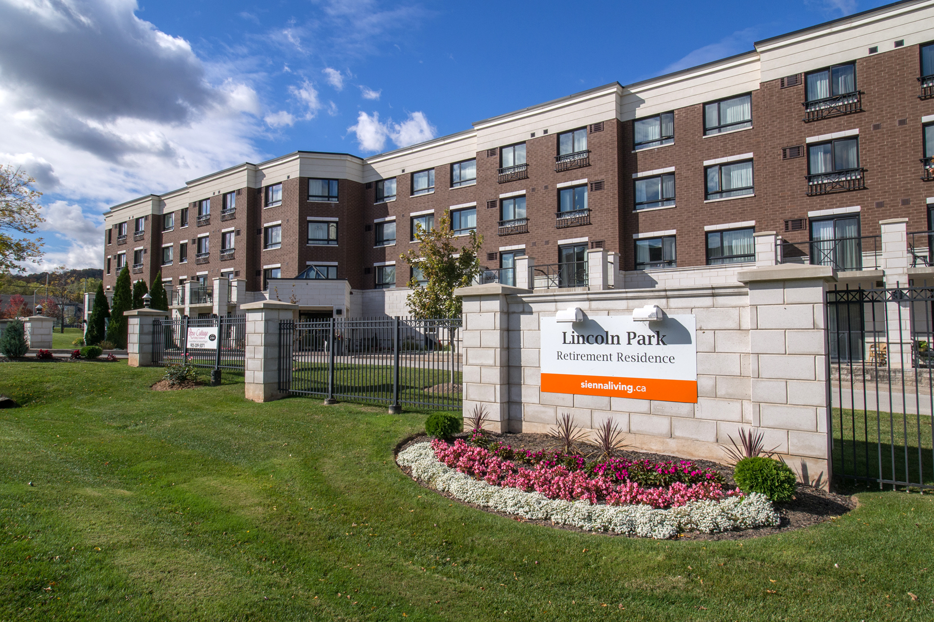 Exterior view of Lincoln Park Retirement Residence in Grimsby