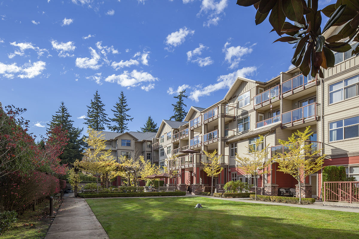Beautiful garden of Pacifica Retirement Residence in Surrey (White Rock)