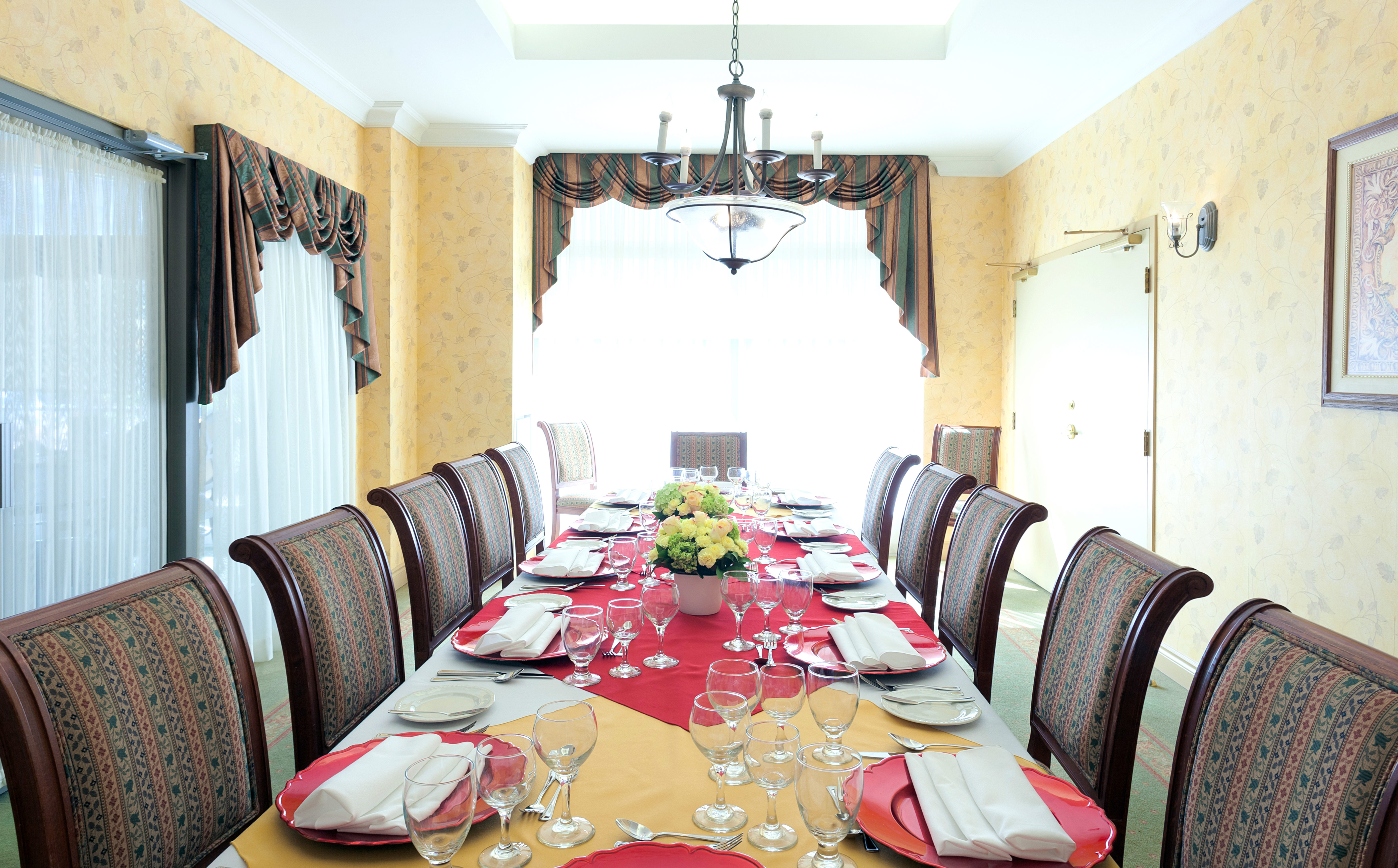The dining area of Villa Da Vinci Retirement Residence in Vaughan
